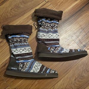 Mukluks Blue & Tan Sweater Boots size 9